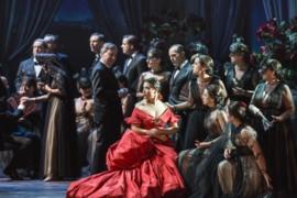 La polemica: Traviata o sfilata?
