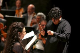Al Carlo Felice un Requiem schiettamente teatrale