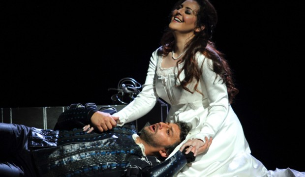 1.2796ashm_0570-JONAS-KAUFMANN-AS-OTELLO-MARIA-AGRESTA-AS-DESDEMONA-C-ROH.-PHOTO-BY-CATHERINE-ASHMORE
