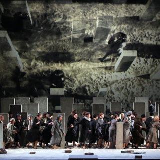 """Non convince il senile """"Nabucco"""" della Scala"""