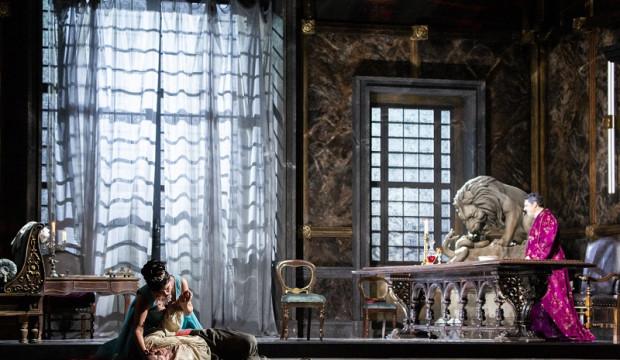 Una Tosca affilata e intensa trionfa alla Scala