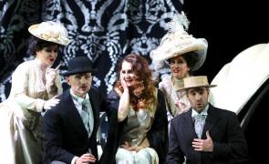 Convince Barbara Frittoli nell'Adriana genovese