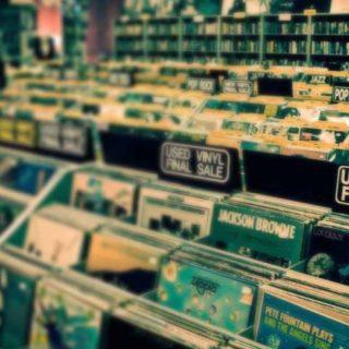I negozi di dischi devono potere aprire!